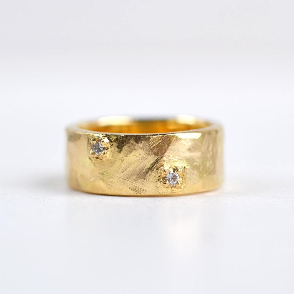 groffe ring breed geel goud en diamantjes.jpg