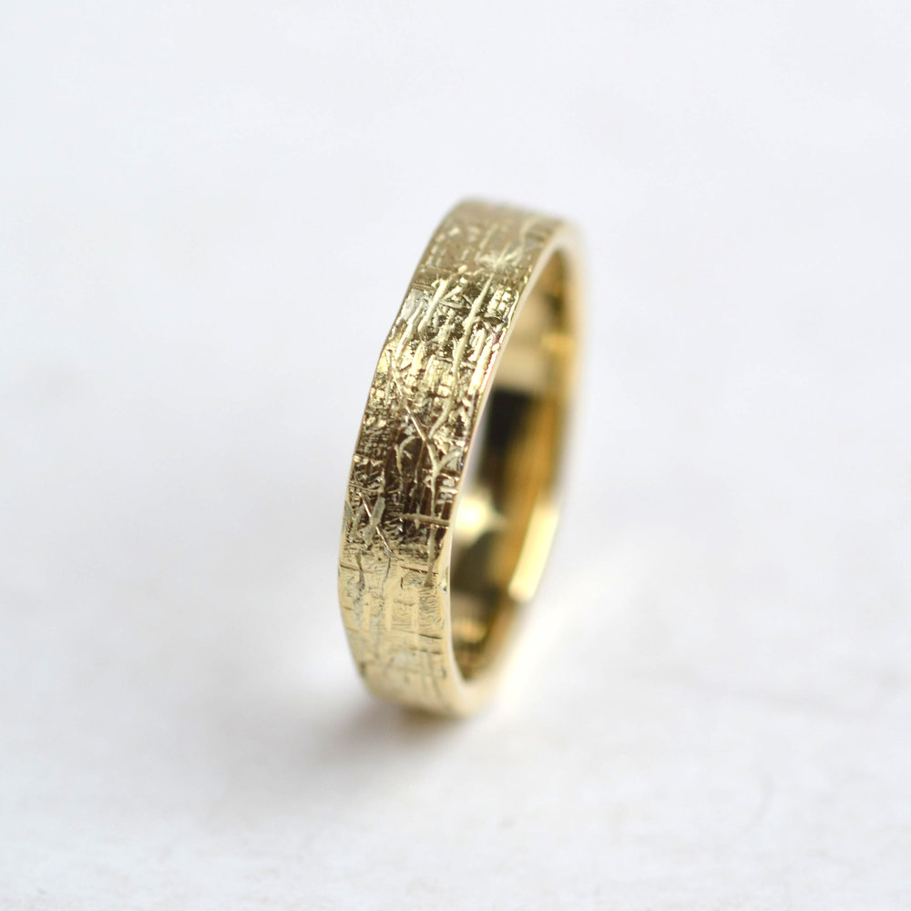 groffe textuur ring geel goud 1.jpg