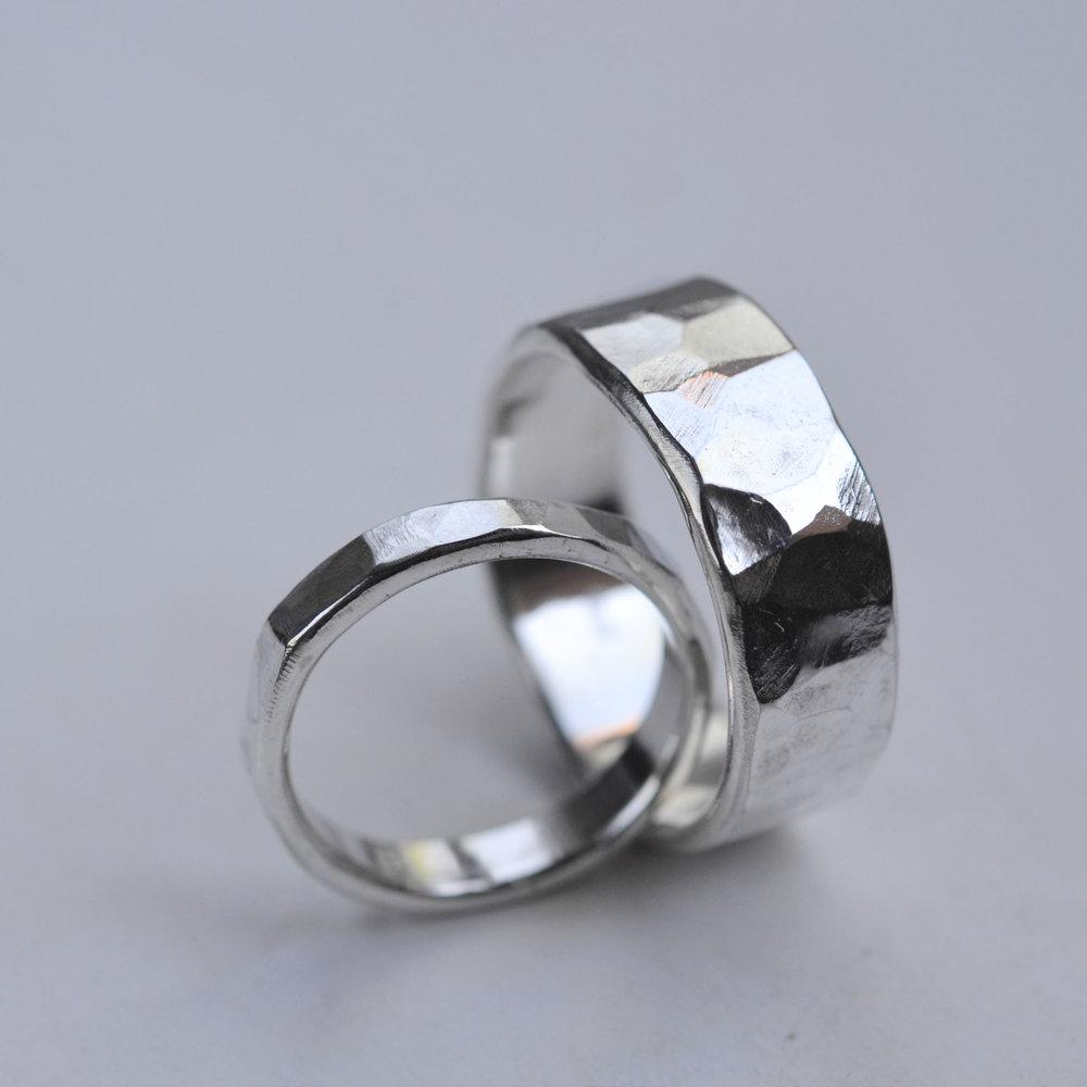 gehamerde ringen breed smal set 3.jpg