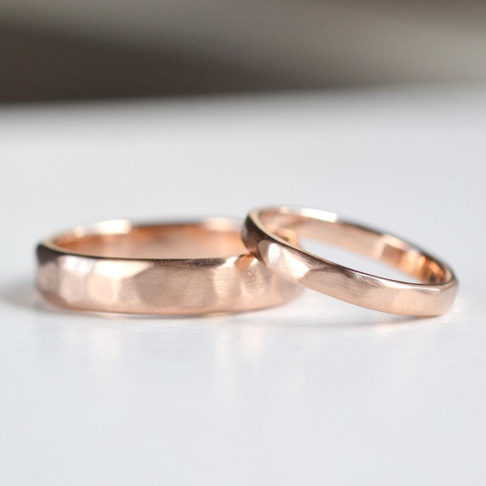 gehamerde ringen set rood goud 1.jpg
