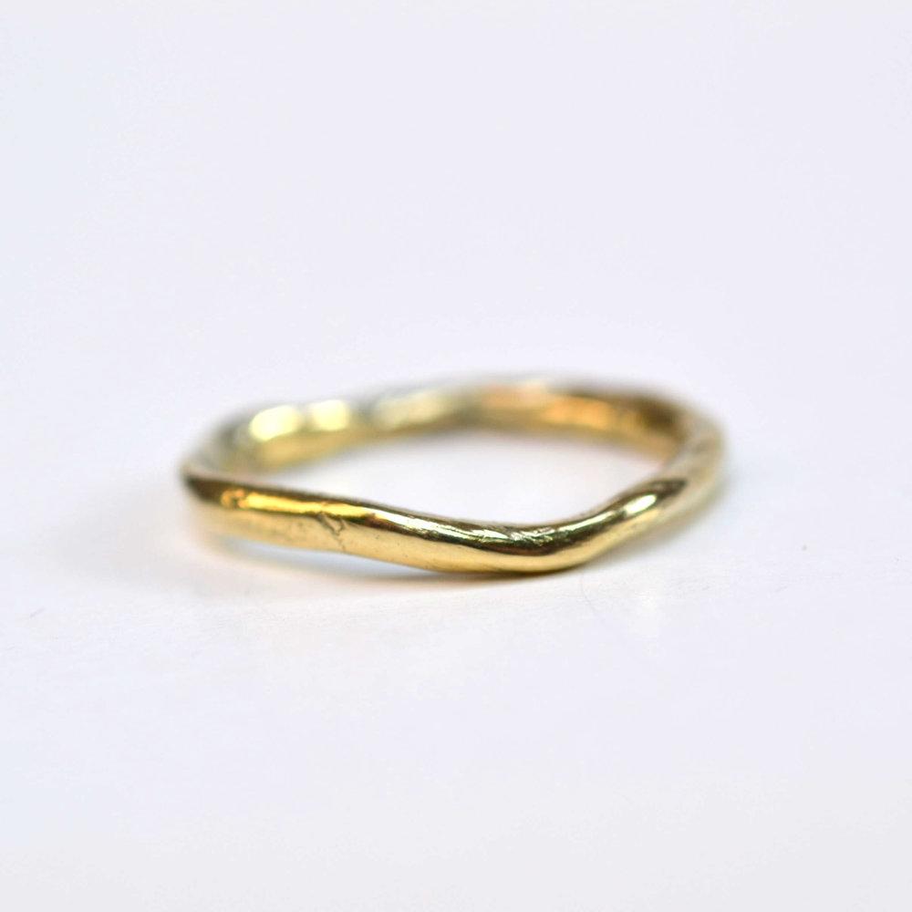 organische ring 14kt geel goud.jpg