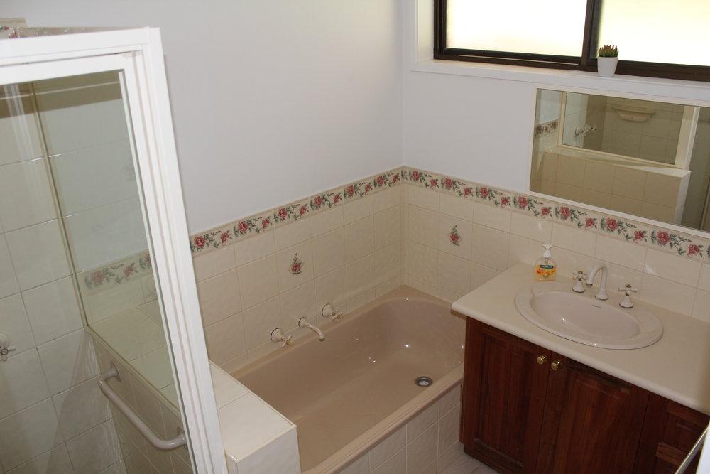 Belle Rose - Bathroom 1