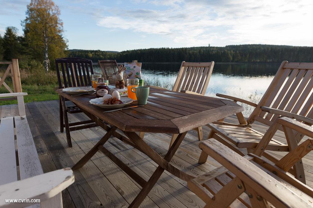 Pouky était de la partie pour le petit déjeuner en terrasse!  Sigma ART 20mm • Canon 6D