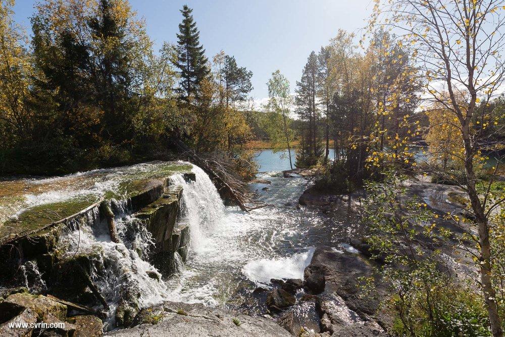 Vue d'ensemble de la cascade et du petit lac en dessous, magique!  Sigma ART 20mm • Canon 6D