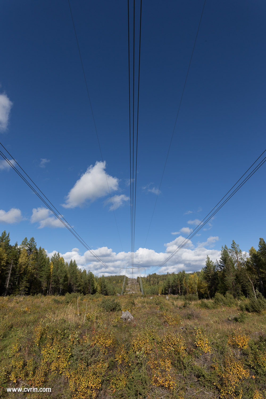 L'électricité à travers les paysages suédois.  Sigma ART 20mm • Canon 6D