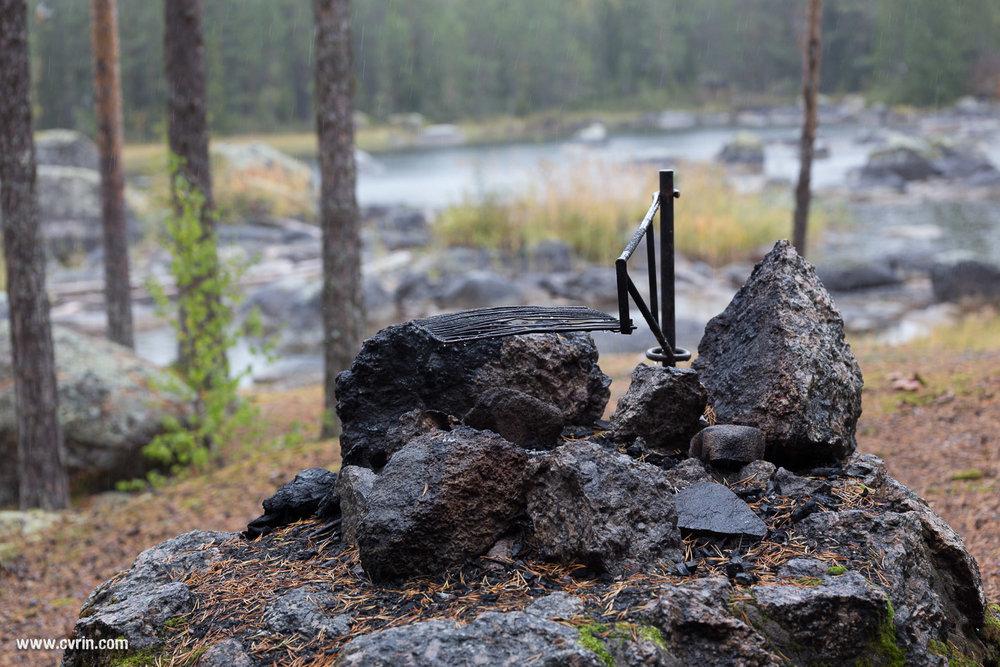 Les places protégées ne manquent pas pour casser la croûte!  Sigma ART 70mm Macro • Canon 6D