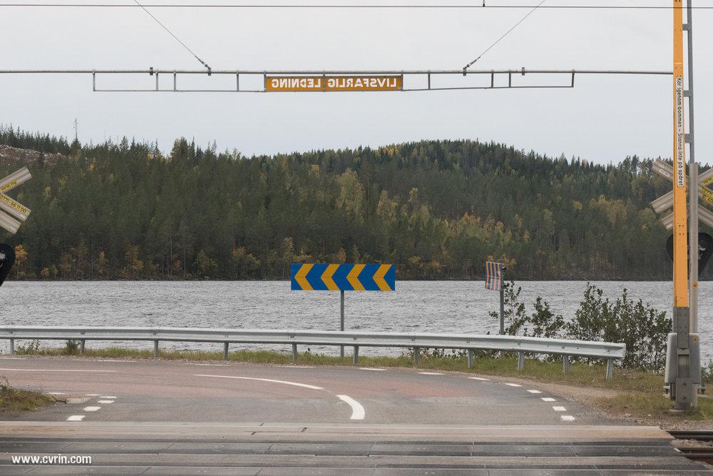 Pas de ferry ou de pont comme en Norvège, en Suède on contourne les lacs!  Sigma 100-400mm • Canon 7DMKII