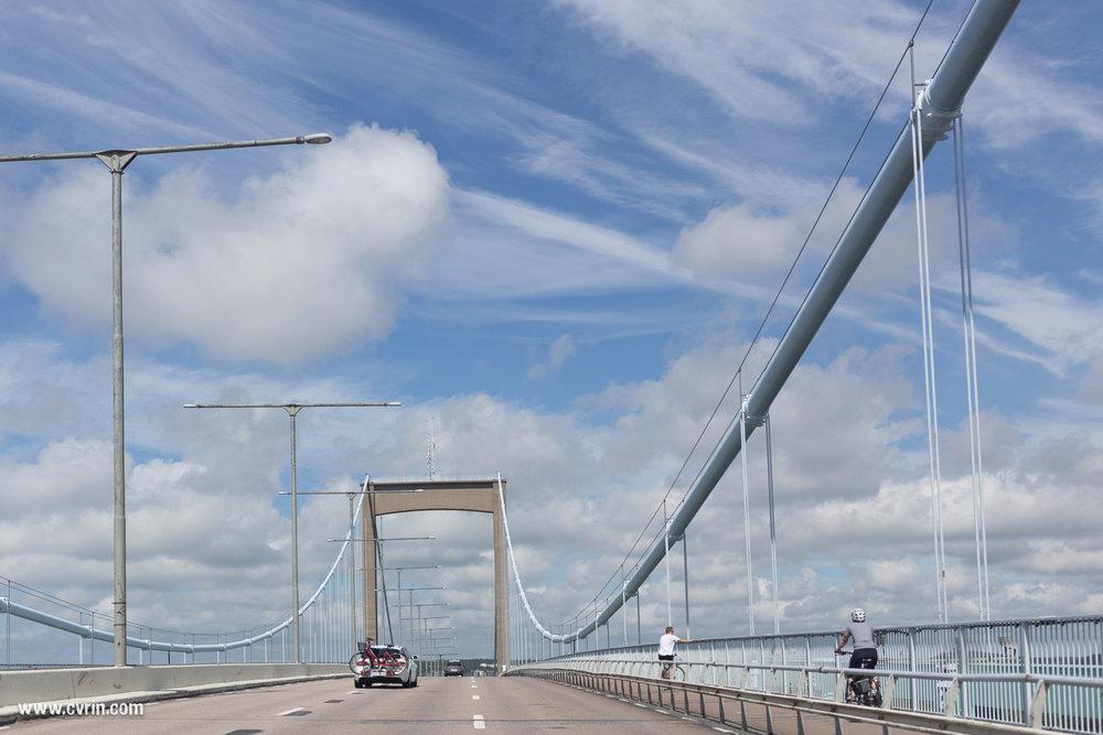 Nous arrivons à Göteborg en passant par un magnifique pont!