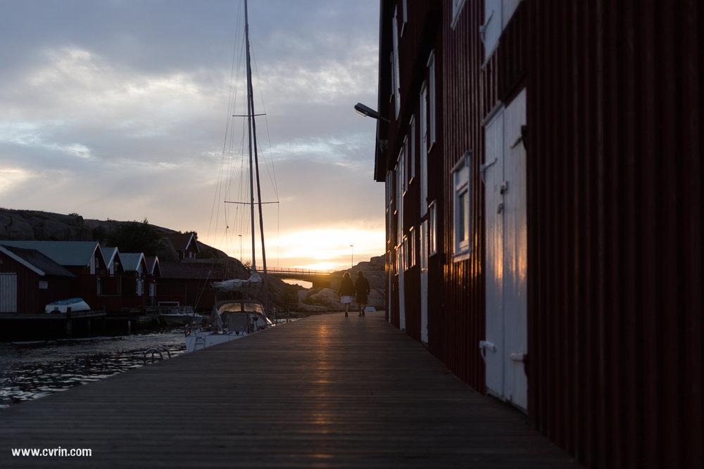 Les jolis quais en bois de la petite ville portuaire de Smögen.
