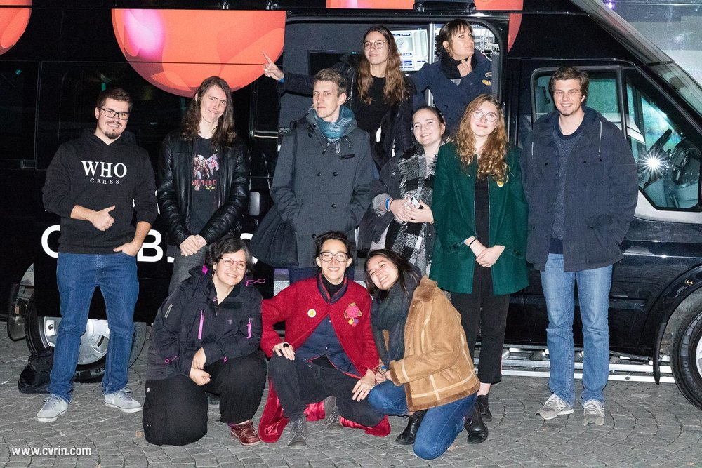 Tout en haut: Mathilde et Elena Au milieu: Sylvain, Mathieu, Maxime, Clarissa, Lauriane et Nils Devant: Séverine, Mélisende et Anne