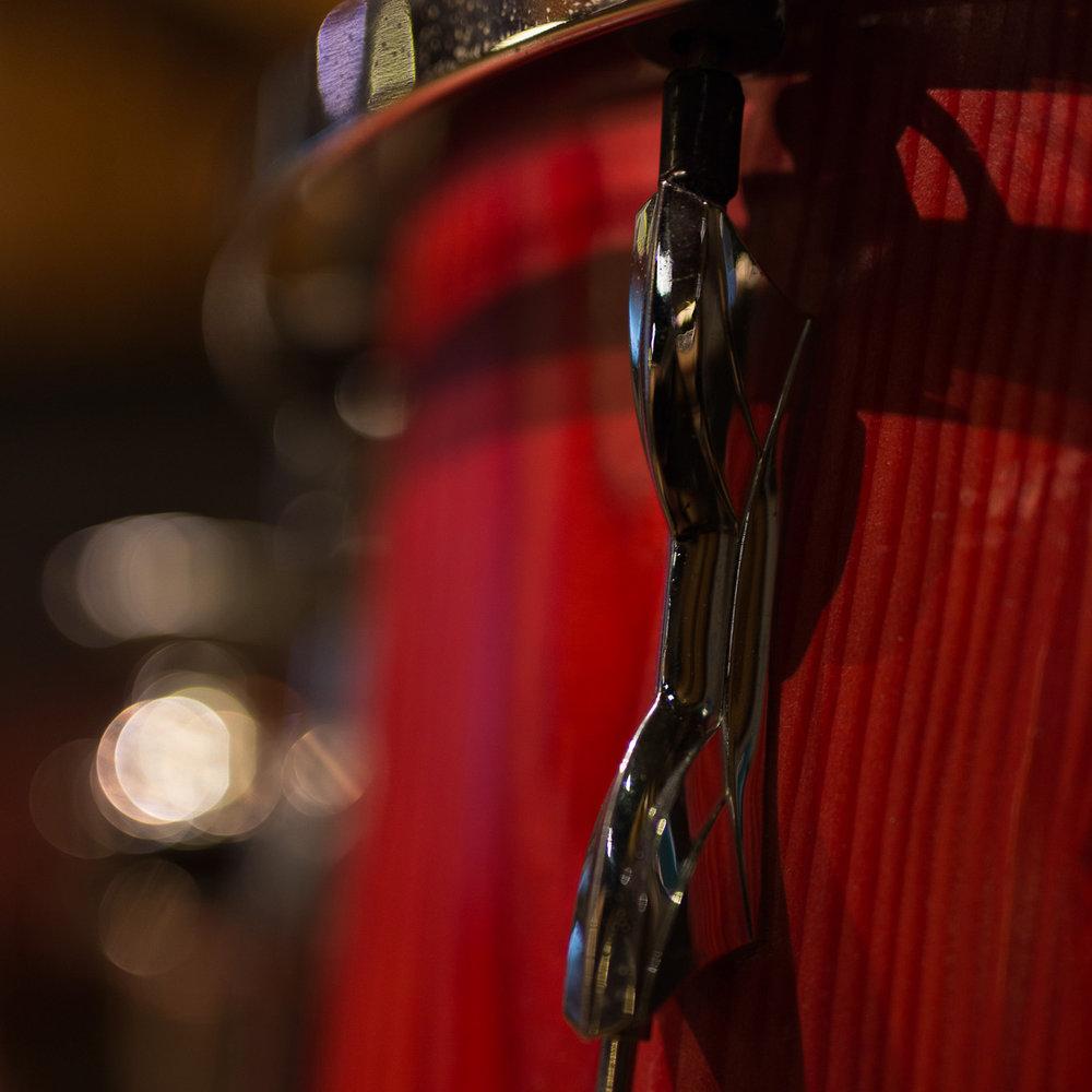 Musique - Photographie de concerts et clips vidéosOnde romande – le magazine sur les artistes suissesDepuis juillet 2018: Éditrice – Graphiste – PhotographeInstruments: piano (Conservatoire de 6 à 16 ans), guitare et clarinettePratique du chant pendant 8 ans dans un chœur