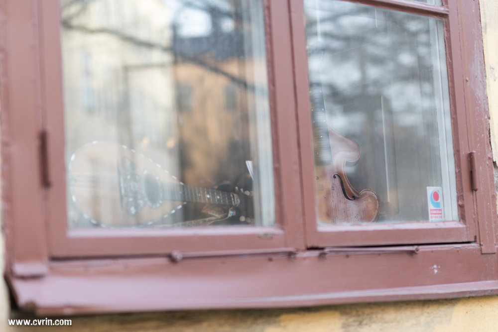 La fenêtre du discret luthier Paul C. Barter.
