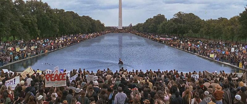 Forrest_Gump_Finds_Jenny_at_the_Lincoln_Memorial.jpg
