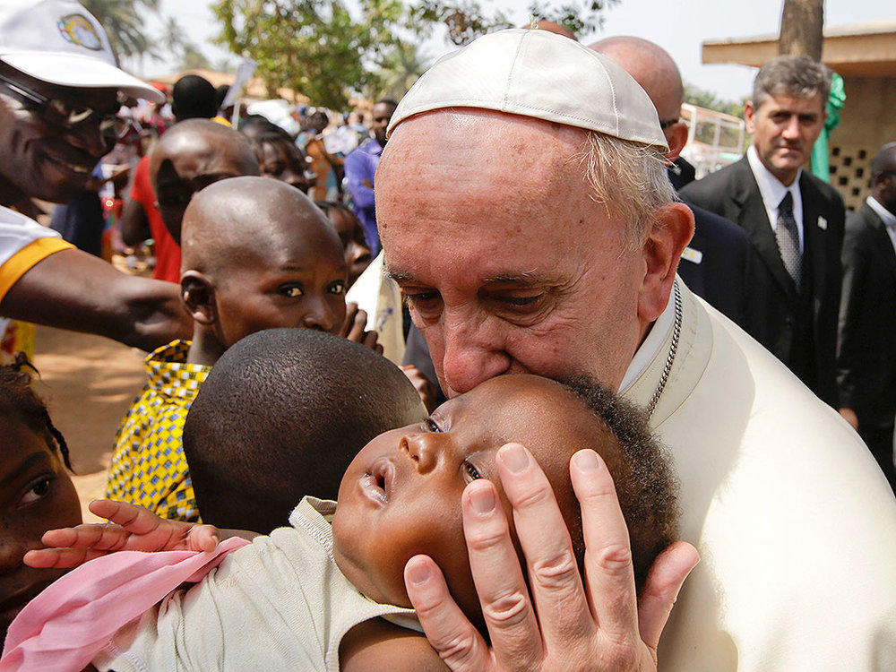 Pope-Refugees_kiss.jpg