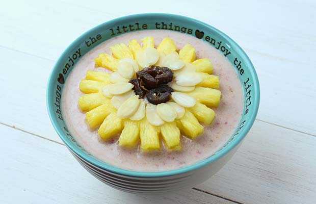 Source: Flax and Strawberry Banana Pink Smoothie Bowl, BlueSkyIdeas.ca