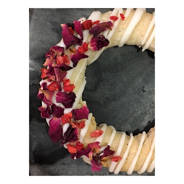 Romantic vibes in the Norsk Bakehouse today! ❤️ . . . . . #nordicbaking #cakedesign #ringcake #baking #valentines