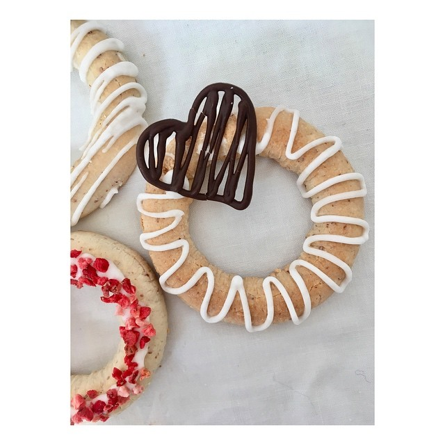 Happy Valentine's Day! What better way to say 'I love you' than with an almond ring?! . . . . . #valentines #valentinesday2019 #valentinescookies #glutenfree #glutenfreevalentines #baking