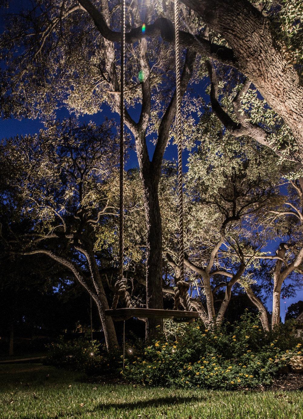 30545766295-coastal-source-landscape-lighting.jpg