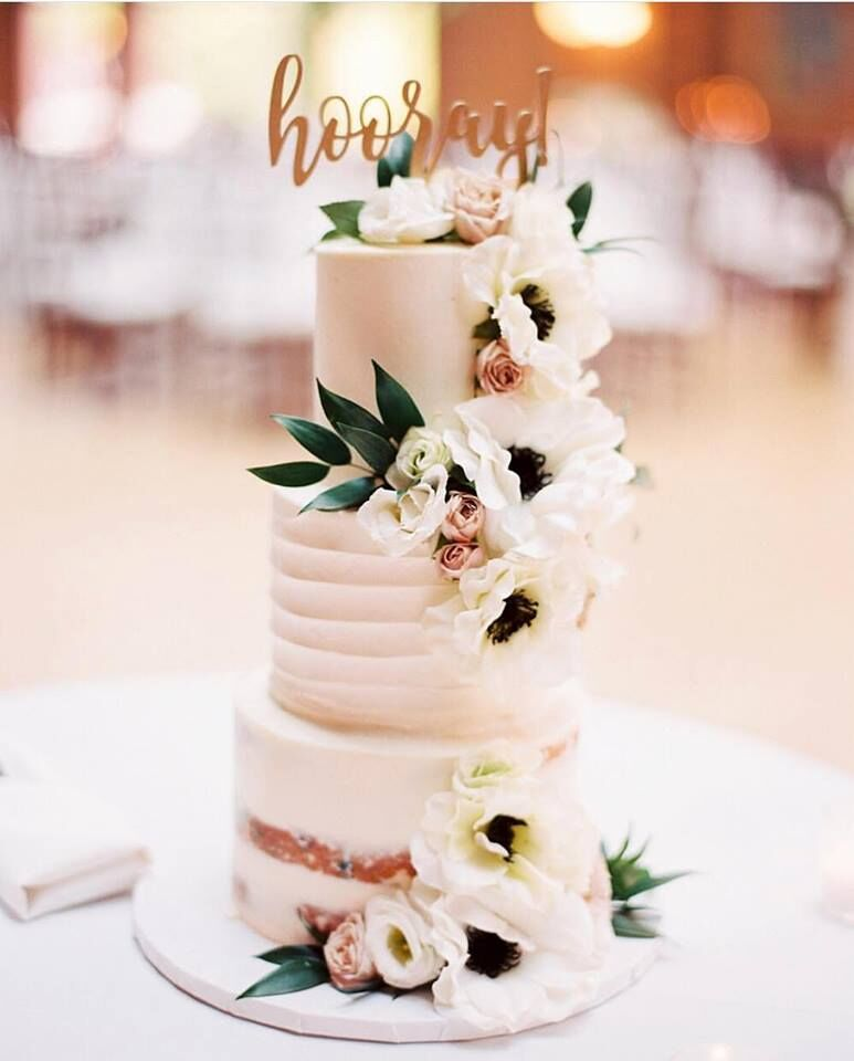 Cake:  ECBG Cake Studio  Flowers:  Vale of Enna  Credit:  Kristin La Voie Photography