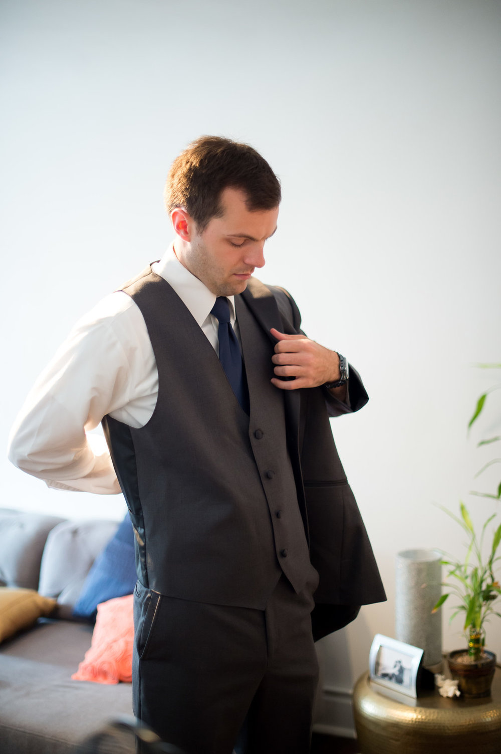 Groom Getting Ready Photo Chicago Wedding Julia Franzosa Photography