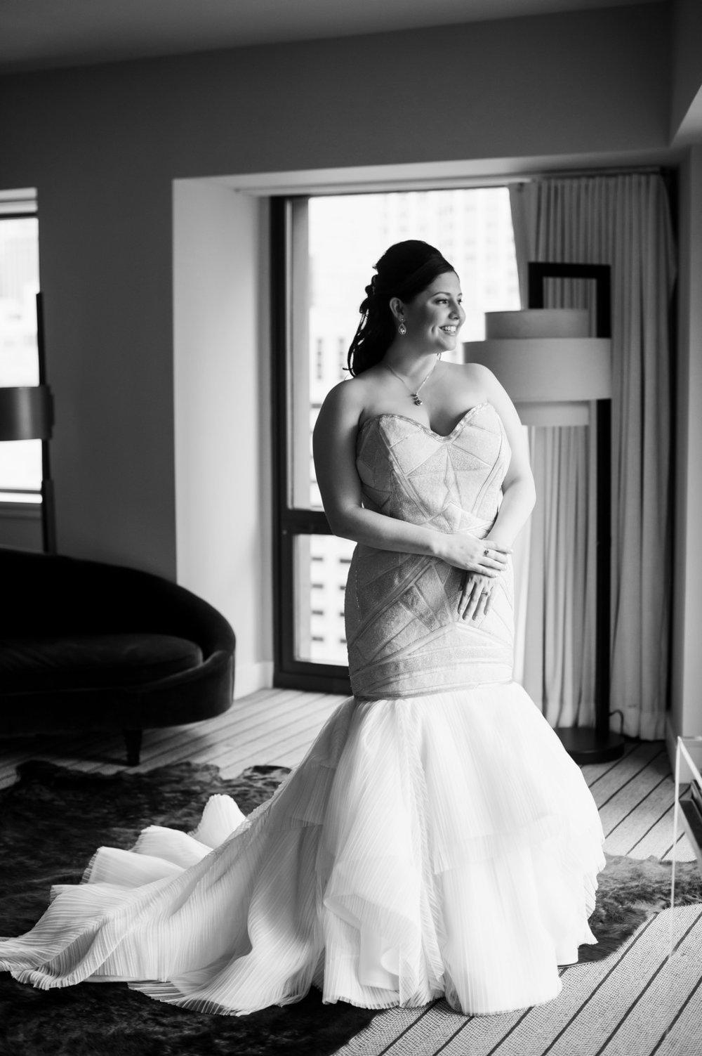 Stunning Strapless Mermaid Wedding Gown Chicago Wedding  Julia Franzosa Photography