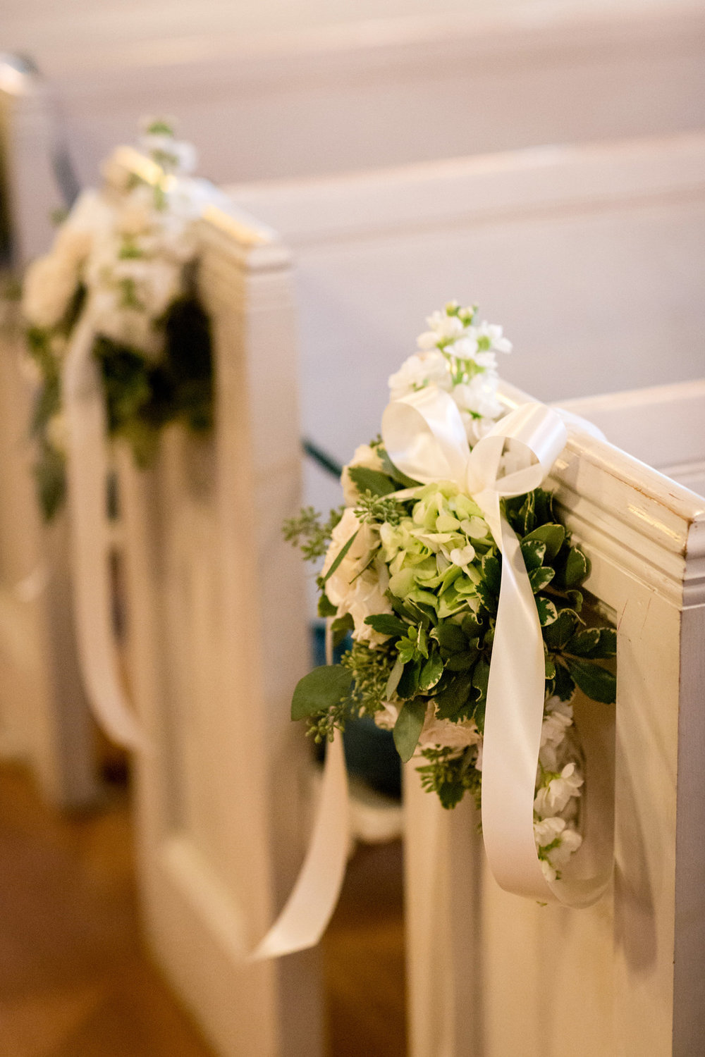 White and Greenery Isle Way Pieces Chicago Wedding Julia Franzosa Photography