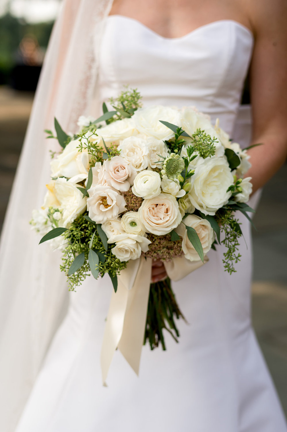 White Rose Floral Bridal Bouquet Chicago Wedding Julia Franzosa Photography