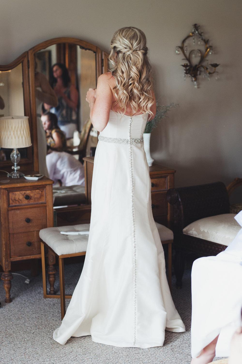 Simple and Elegant Bridal Gown Chicago Farm Wedding Elite Photo