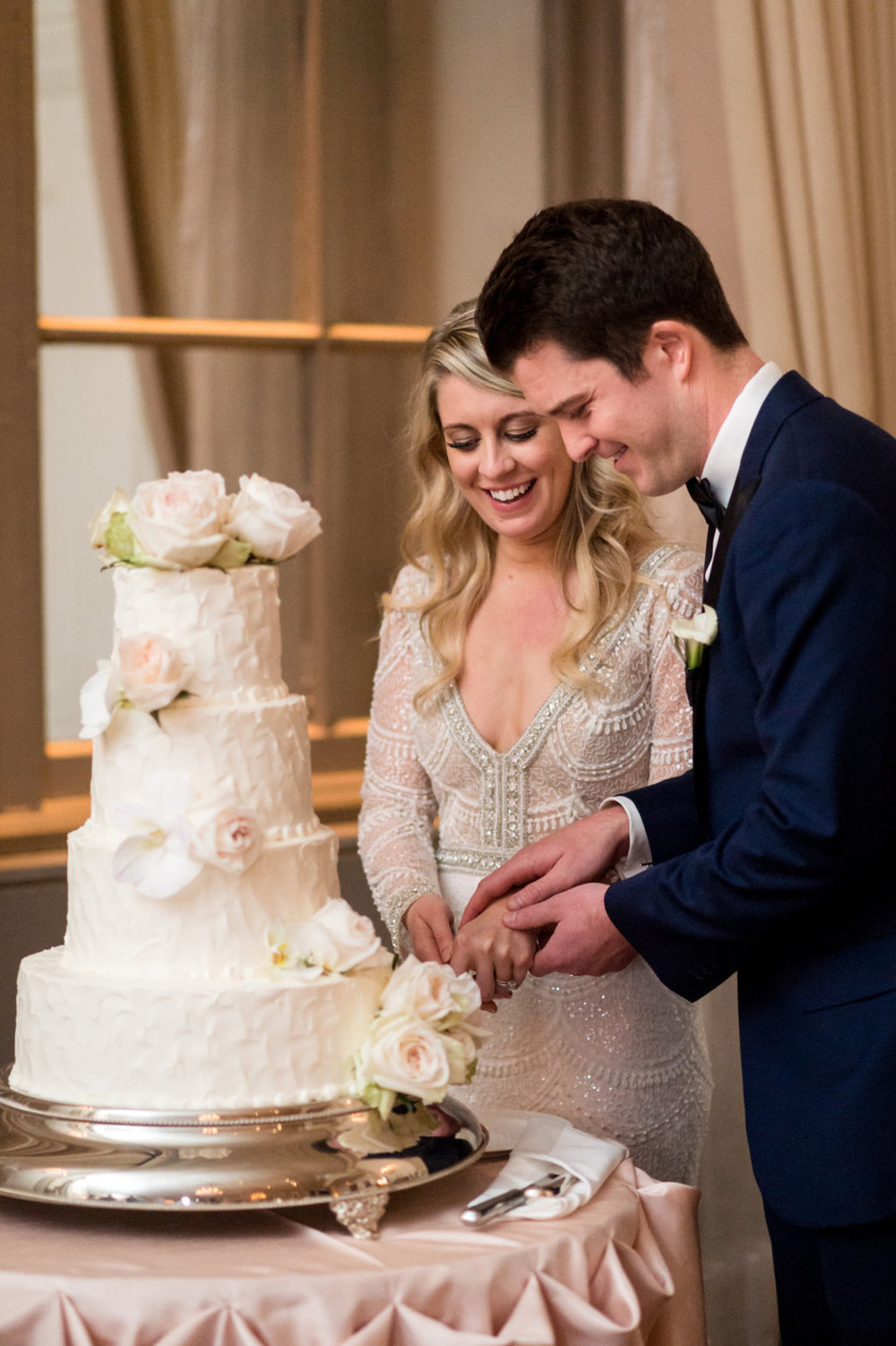 Bride and Groom Cutting the Cake The Standard Room Chicago Wedding Julia Franzosa Photography
