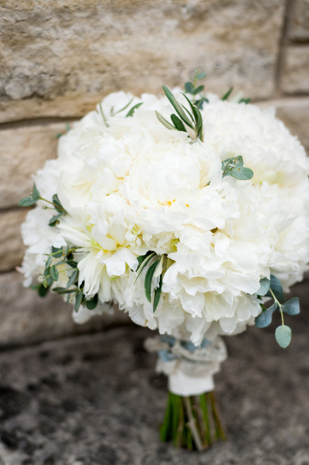 White Floral Bouquet Chicago Wedding Julia Franzosa Photography