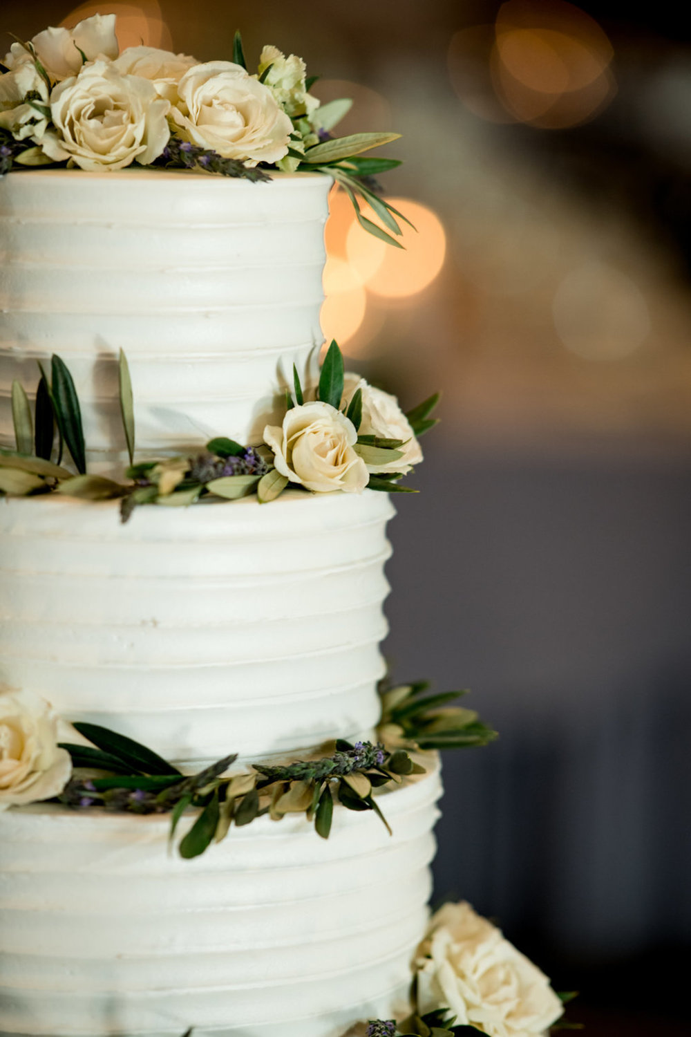 Ivory Roses and Greenery Cake Chicago Wedding Julia Franzosa Photography