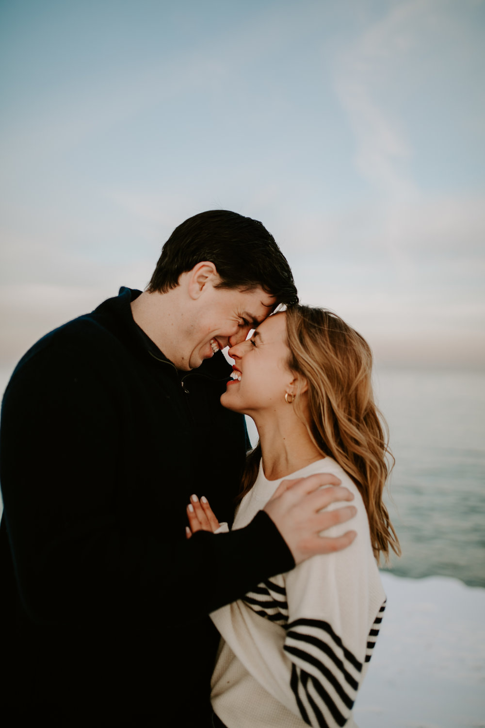 Winter engagement photo session with Chicago sunset at Chicago Lakefront, captured by Kerri Carlquist Photography. Find more inspiration at chitheewed.com!