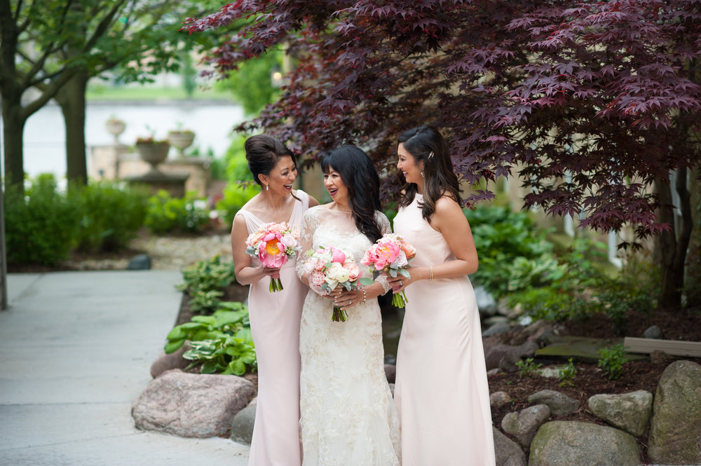 Charming Herrington Inn wedding captured by Elite Photo. Find more wedding details and decor inspiration at CHItheeWED.com!