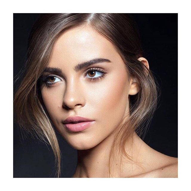 #naturalmakeup is the key to your gifted beauty.  Check out our bio for different #mus looks☝️