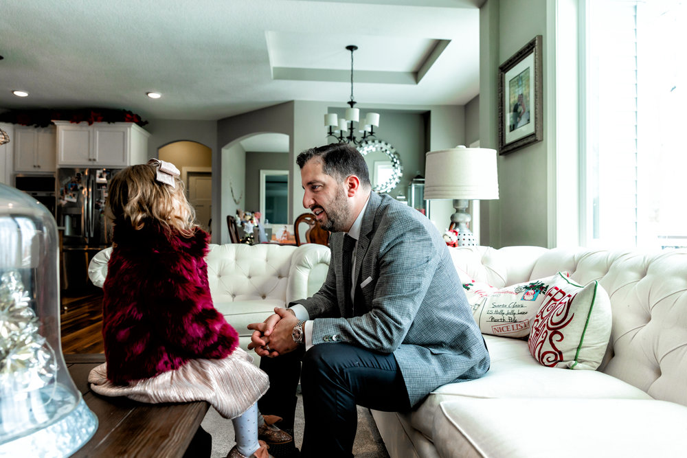 minnesota-in-home-family-photography-lifestyle-session-christmas-father-daughter-candid-albert-lea-mn