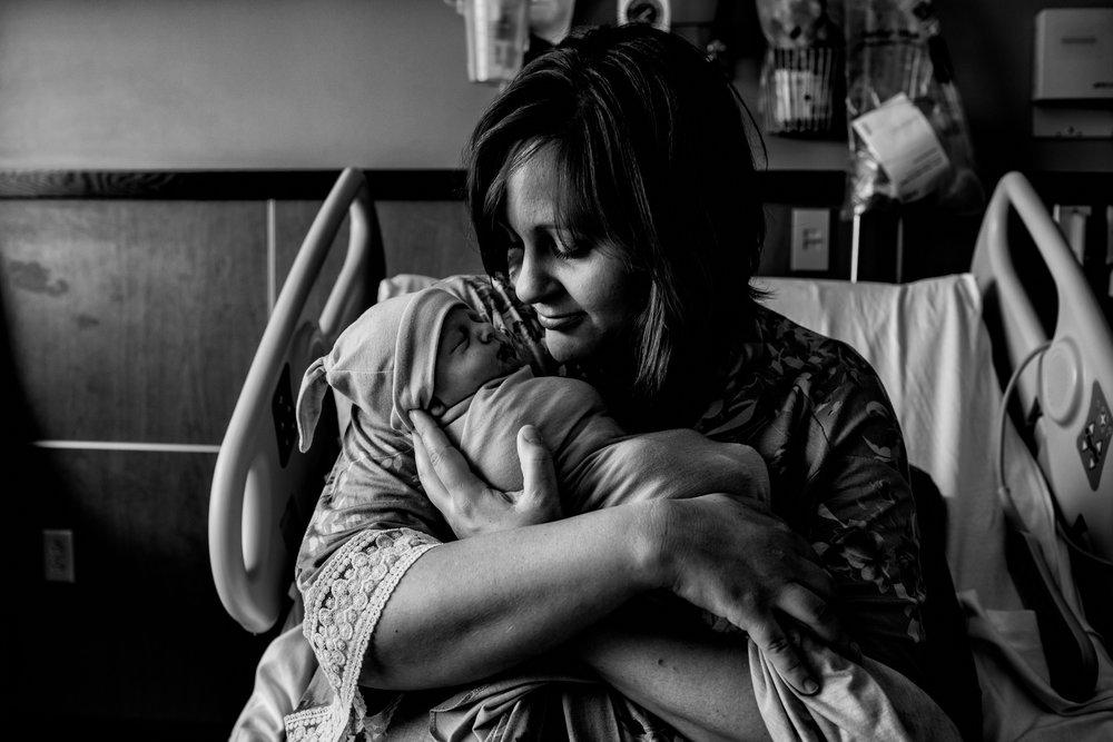 southern-minnesota-newborn-photographer-fresh-48-hospital-pictures-mom-baby