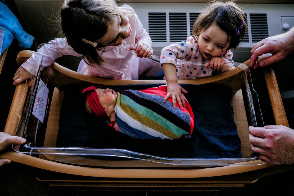 Austin-Minnesota-newborn-fresh-48-hospital-pictures-siblings-family