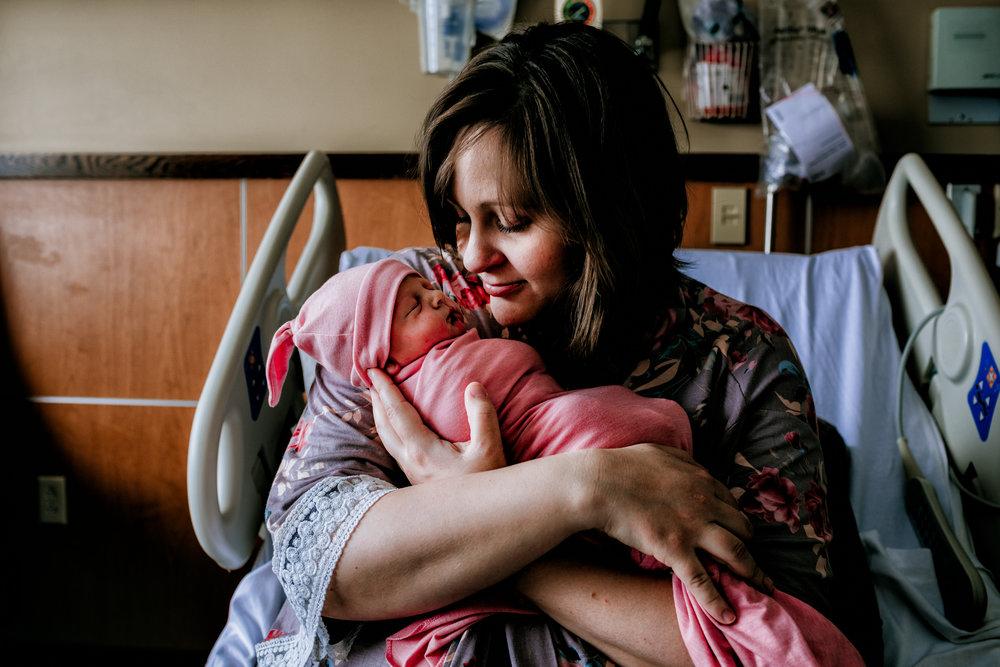 documentary-newborn-pictures-newborn-photographer-fresh-48-mom-baby