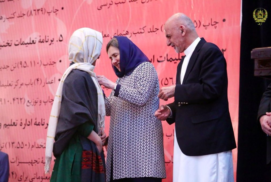 Shabana receives the Malalai Medal from Afghan President Ashraf Ghani and First Lady Rula Ghani