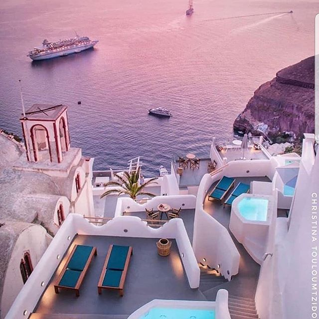We are showing out for Greece today!!! Check out this amazing 📸 by @christinatouloumtzidou #travelgoals #travel #travelagent #takemethere #beautiful #greece  #wanderlust #photography #thatsunsettho #bookit #travelagent