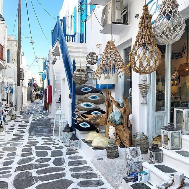 It's something about Greece that just makes you feel calm and makes your Instagram look good. 📸 by @travel_a_little_luxe  #wanderlust #greece #vacation #bucketlist #beautiful #allwhiteeverything #photography #travel #travelagent