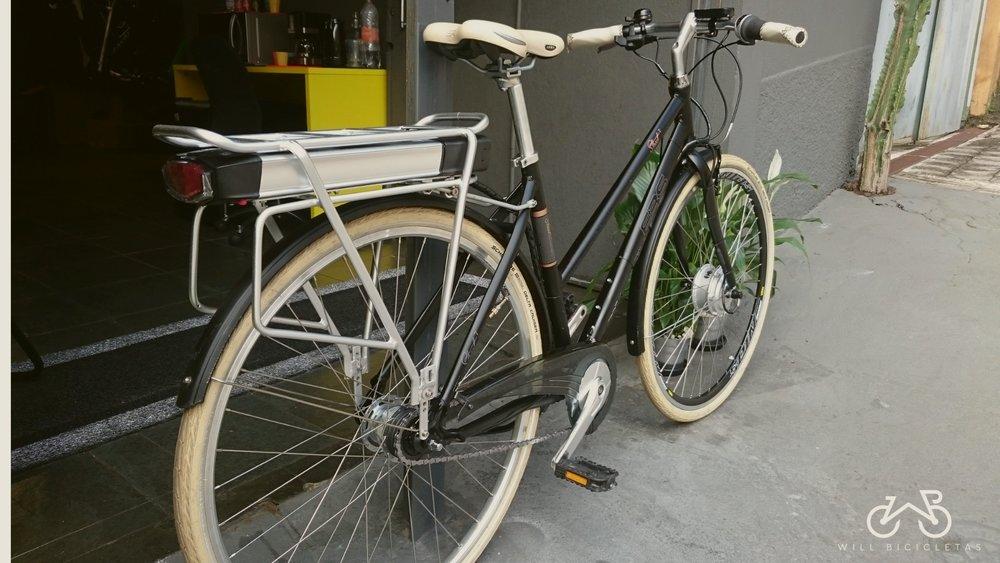 Conversão em Bike Elétrica - Podemos instalar um motor elétrico em diversos tipos de bicicletas comuns!O projeto acontece em duas etapas.A primeira, consiste em preparar da bike para cada tipo de pessoa.Na segunda etapa, entra a parte mecânica, onde iremos instalar o conjunto de componentes adequados para motorizar a bicicleta que definimos como a ideal.