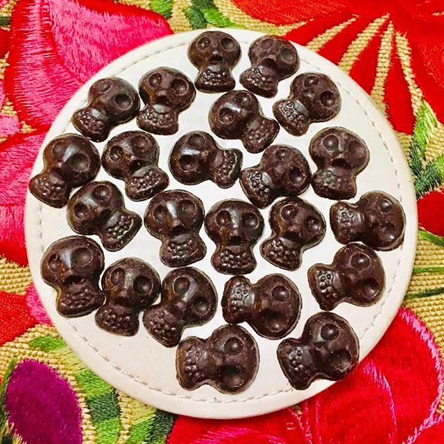 ¡Es día de muertos! Celebrémoslos con chocolate. #chocolateslabrados #chocolate #prehispanico #culturaazteca #aztecas #museo #cocoa #cacao #mexico #oaxaca #chiapas #culturamaya #mayas #museo #diademuertos