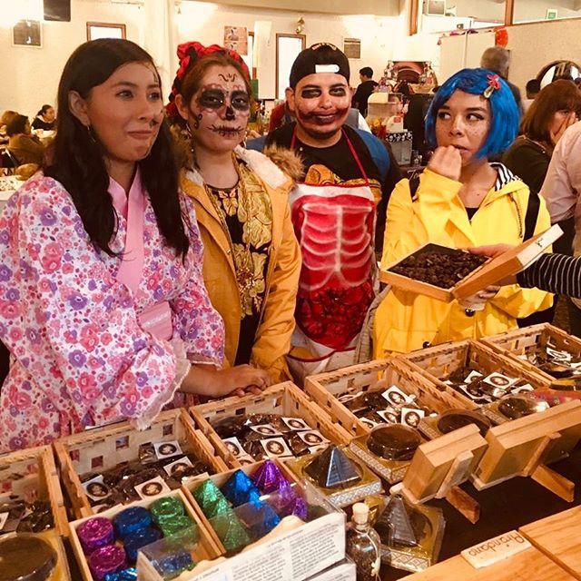 💀 💀 HOY y MAÑANA 2 de noviembre 💀 💀 Estamos en el 3er Festival del Café, Chocolate y Pan de Muerto. Centro Cultural Veracruzano. #chocolate #prehispanico #chocolatelabrado #culturaazteca #culturamaya #mayas #aztecas #museo #cocoa #cacao #mexico #veracruz #cultura