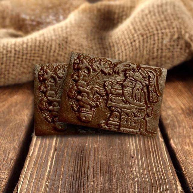 Xochiquetzal, madre de Quetzalcóatl. ¡Deidad Azteca labrada en chocolate mexicano! #chocolateslabrados #chocolate #prehispanico #culturaazteca #aztecas #museo #cocoa #cacao #mexico #oaxaca #chiapas #culturamaya #mayas #museo