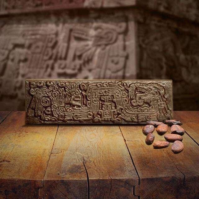 XOCHICALCO. Ciudad-fortaleza construida en una meseta que domina el valle de Morelos, ubicación estratégica que le permitió establecer relación comercial con pueblos aledaños. Cacao, algodón, obsidiana negra y verde eran los principales productos de intercambio. #chocolateslabrados #chocolate #prehispanico #culturaazteca #aztecas #museo #cocoa #cacao #mexico #oaxaca #chiapas #culturamaya #mayas #museo