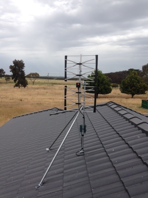 Phased array on uni mount with amp Mortlake.jpg