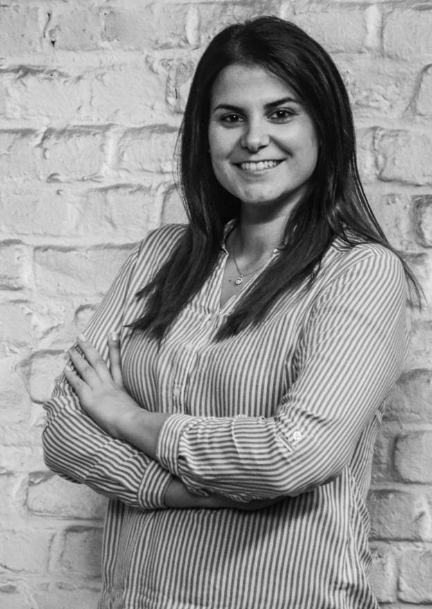 Carolin Sander - Product OwnerCarolin kommt ursprünglich aus der Automobilindustrie und wurde schon früh von Innovation, Dynamik und Mut zur Veränderung geprägt. Sie hat mehrjährige Berufserfahrung in den Bereichen Qualität-, Prozess- und Produktmanagement. Heute ist sie für die Steuerung und Weiterentwicklung der Jobmatching Plattform MyWayJob zuständig und auch da ist es Zeit für Veränderung. MyWayJob wird 2019 zu taxmatch. Mit einem neuen Design, zusätzlichen Features und einer verbesserten Benutzerführung wird taxmatch den Bewerbungsprozess der Steuerbranche bereichern und vereinfachen. Bei der Entwicklung der neuen Plattform ist Carolin als Product Owner mittendrin statt nur dabei und freut sich auf den Relaunch! Frei nach Henry Ford: Wer immer tut, was er schon kann, bleibt immer das, was er schon ist.