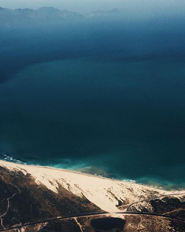 Cape Town coastlines 🌊🙏🏼🌊 📸: taken from the plane coming back to CT . . . . #birdseyeview #capetown #coastlines #muizenberg #ocean #dunes #keepexploring #keepadventuring #blue #fiftyshadesofblue #sea #beach  #water #waves #wave #blue #nature_brilliance #naturelovers #seascape #beautiful #natureza #vitaminsea #seaview #summervibes #seaside #ocean #water_shots #bluesea #sealovers #water_captures