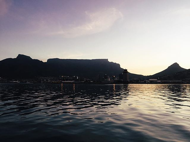 Seeing this city from the water is truly memorable 🙏🏼 & absolutely breathtaking ✨ . . . . . #capetown #capetownetc #ct #southafrica #seaviews #onthewater #lovethiscity #home #cityofcapetown #thisisafrica #visitsouthafrica #capetownsouthafrica #landscapelovers #weheartsa #amazingcapetown #nature #ocean #sea #swimtime #summertime #beach #adventuretime #keen #letsgo #spontaneous #goodvibes #keepexploring